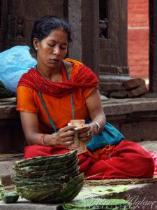 Vendeuse de plateaux à offrandes - Katmandou