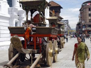 Préparation des chars pour la Kumari - Katmandou