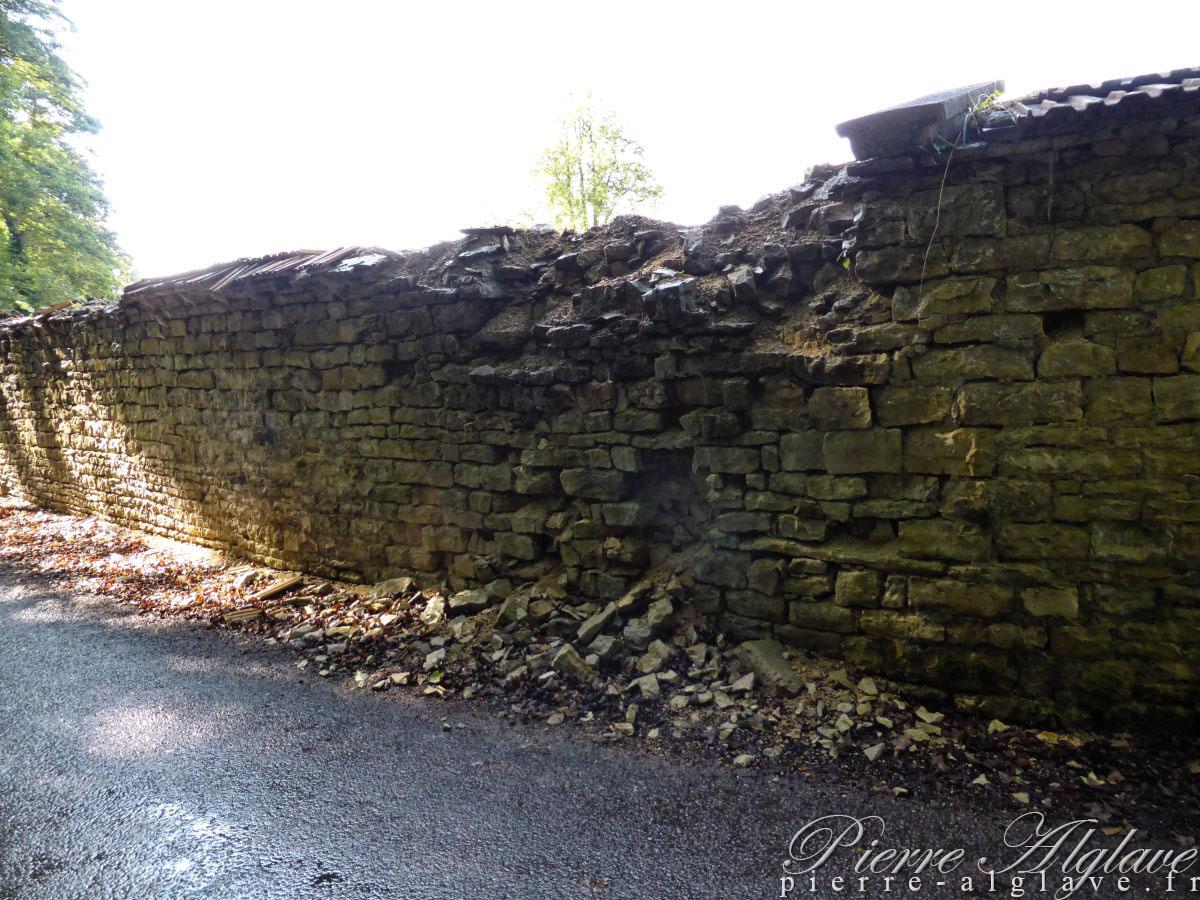 Le mur d'enceinte de l'Abbaye de Clairvaux