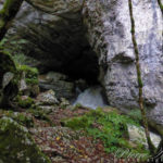 Au pied de la Cascade de Syratu