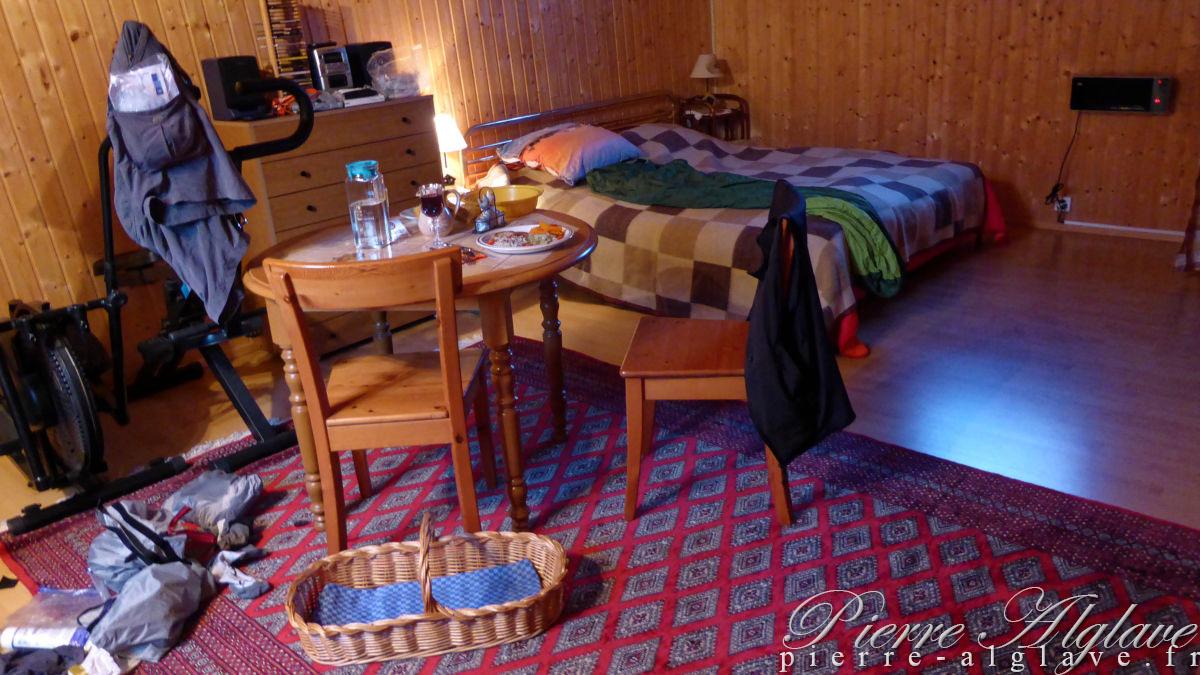 Chambre avec plateau repas