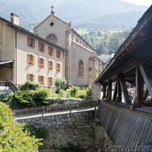 Orsières, l'église et le pont couvert