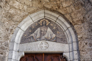 Orsières, fronton du porche de l'église