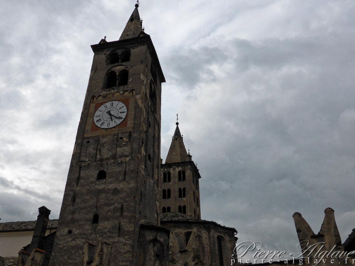 Aoste : Clochers de la cathédrale et (au fond) de Sant'Orso