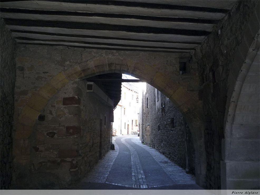 Saint-Côme-d`Olt : ruelle