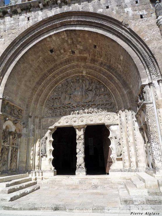 Moissac : le porche de l`abbatiale