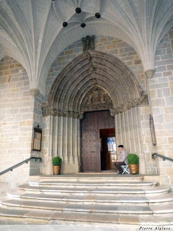 Pampelune : porche de l`église San Saturnino