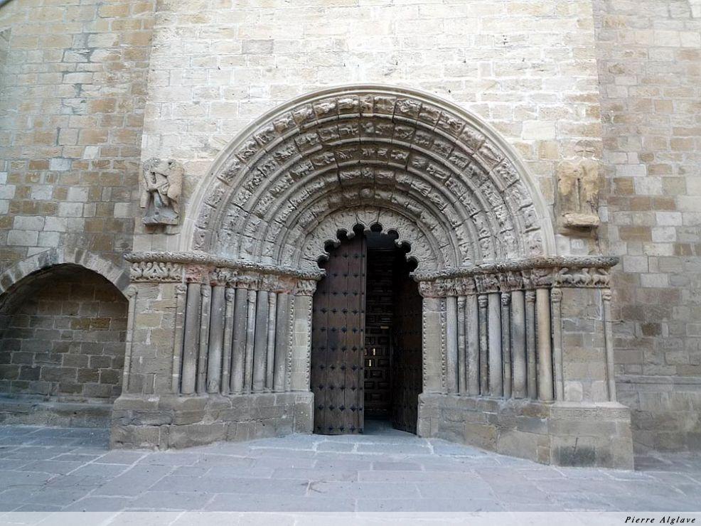 Pampelune : église Santa Maria de la Vega y del Crucifijo