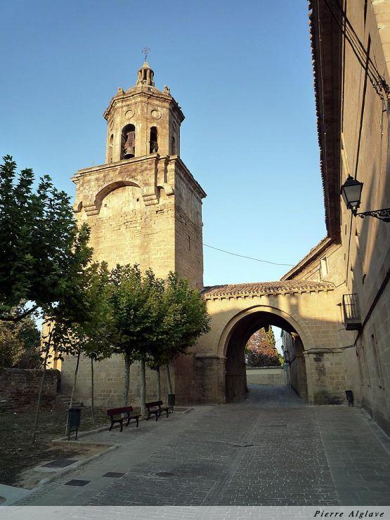Puente la reina : église de Santiago