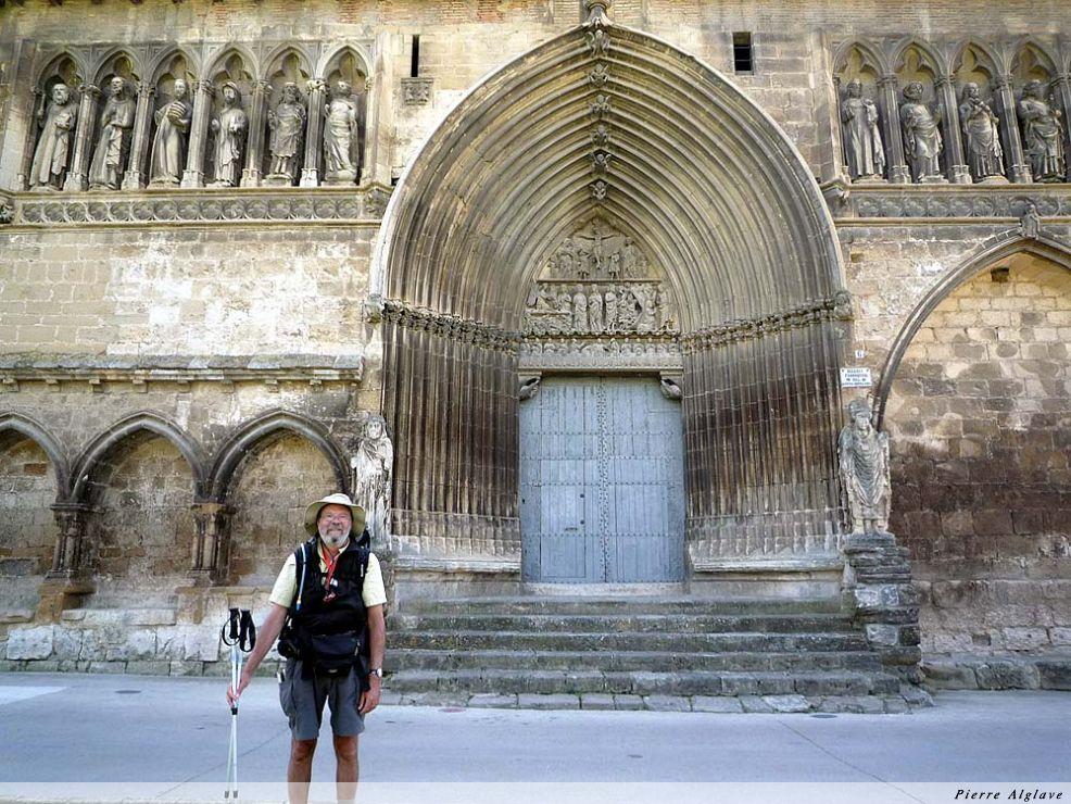Devant l`église du saint Sépulcre - Estella