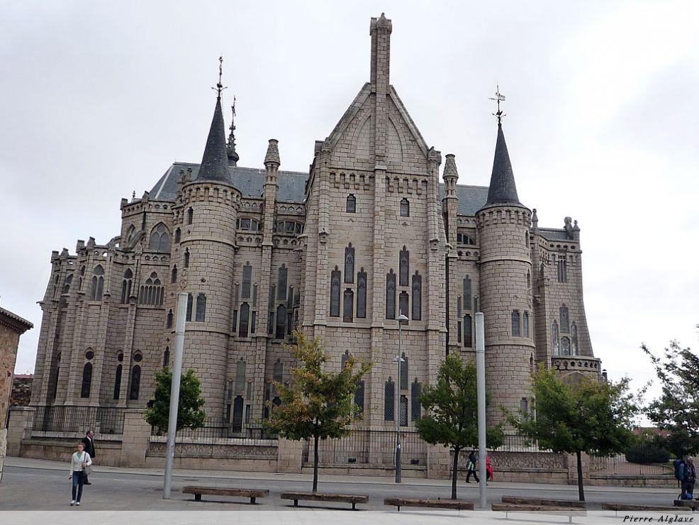 Astorga, le Palais Episcopal de Gaudi