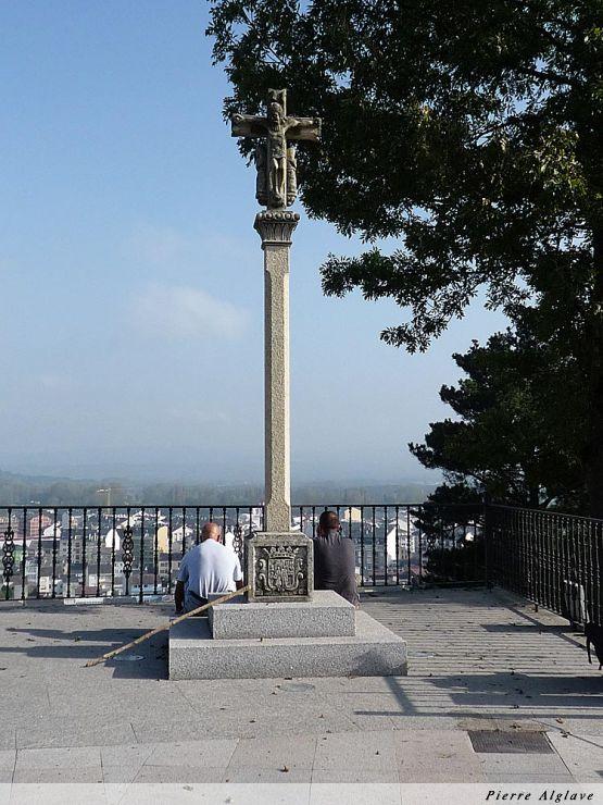 Un crucifix en haut de Sarria