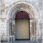 Porche de la collégiale Saint-Liphard