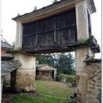 Un village aux greniers
