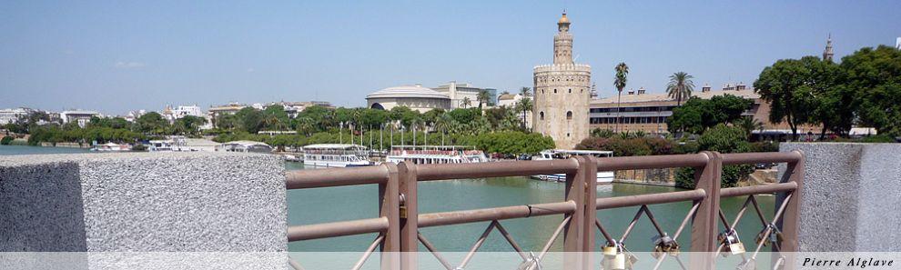 Torre del Oro depuis le pont San Telmo, le pont des amoureux