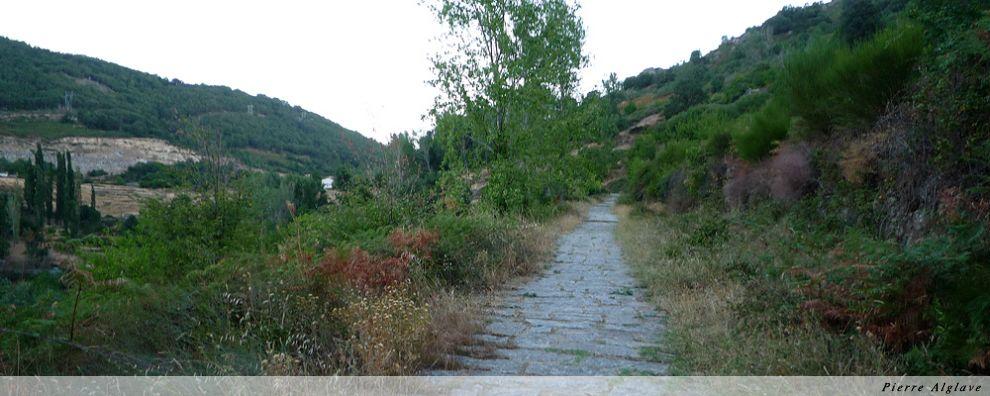 La voie romaine à la sortie de Baños de Montemayor vers le col de Bejar