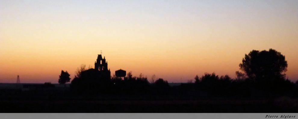 Petit matin au départ de Riego del Camino