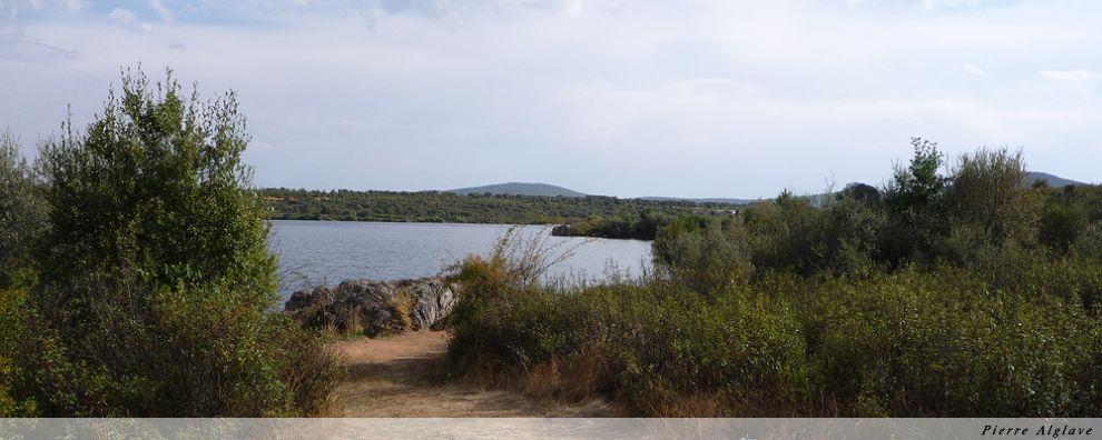 Les bords du lac de retenue