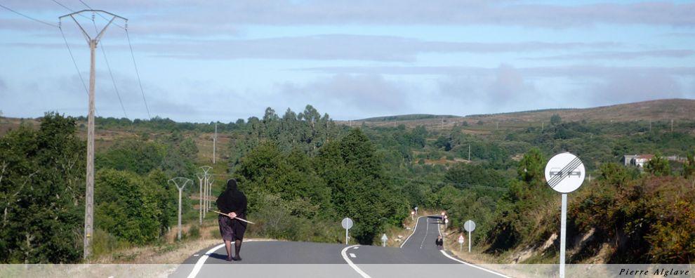 Sur la route on marche à gauche